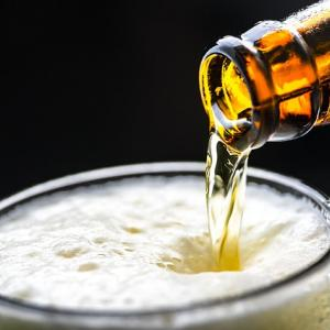 ノンアルコールビールでリフレッシュ【妊娠・授乳中でも安心して飲めるノンアルとは】