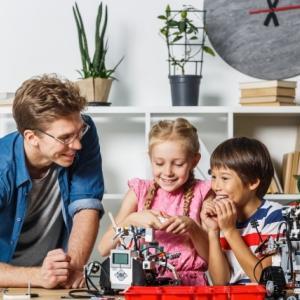STEM教育ってなに?身につくメリットは?ステム教育が学べる子供の習い事とは?