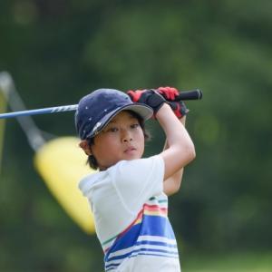 【子供の習い事】ゴルフにかかる費用は?いつから?7つのメリット・デメリット、体験談も合わせて解説!