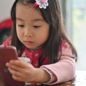 スマホを子供が持つ影響は?知っておきたいトラブル・ルール決め・安全対策も解説!