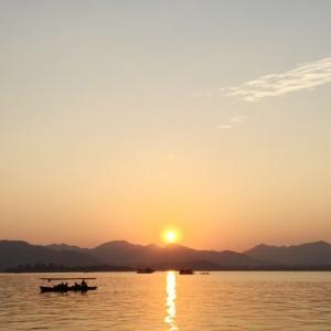 杭州西湖に宋代の英雄岳飛を訪ねる
