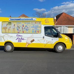 ice cream van アイスクリーム販売車