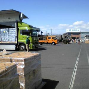 〈震災アーカイブ 15〉 援助物資 2011-03-15 16:46:20