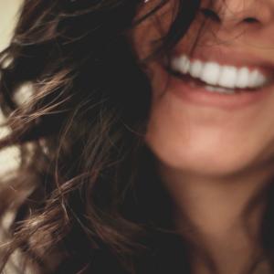 仮歯の仮歯から、本番の仮歯にかわりました。人工歯はセンスが重要だと思う。
