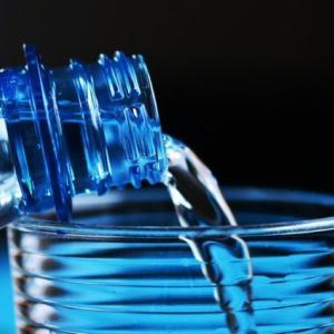 人の体は一日2リットルの水が必要!水分の大切さを解説!美容にも効果あり?