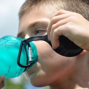 熱中症対策の落とし穴『水中毒』 水分補給の注意点とおすすめ飲料