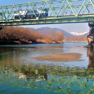 2/24 今日のロクヨンは橋梁下に北アを遠望し水鏡で