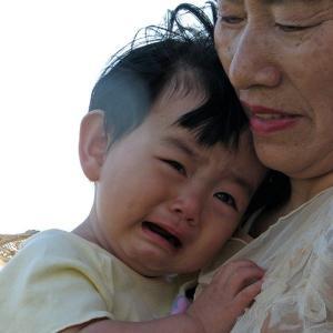 3歳の子供が夜泣きで暴れる!これは夜驚症?原因や対処法・いつ終わるの?