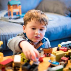 自閉症児育児日記‗過去のおもちゃで遊ぶ理由と片付けを考える