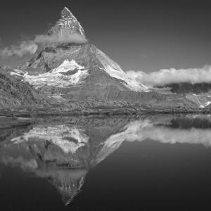 アルプスの風景(モノクロ版) ツェルマット 66  逆さマッターホルン