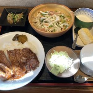 国道293沿い「あわの家」 コスパ◎千円でお腹一杯食べられるステーキ&そば定食