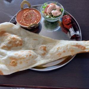 インディアンネパールレストランチョウタリー リーズナブル、特大ナンが嬉しいランチセットに大満足