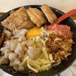 3月31日オープン、まぜそば専門店「NANAKI」 巨大すぎる!超特大豚は驚きの一言