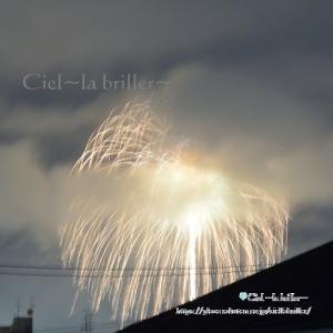 梅雨空に上がった10分間の花火
