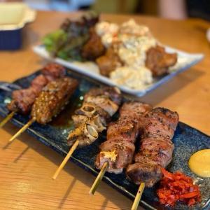 市場直送の新鮮な食材を使ったもつ焼き・豚肉料理のお店 もつ焼 豚一