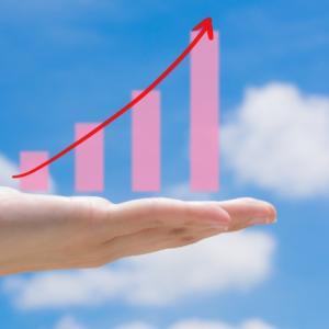 絶好調の上げ相場では積立投資を休止すべきか?
