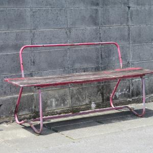 だれも座らないベンチ