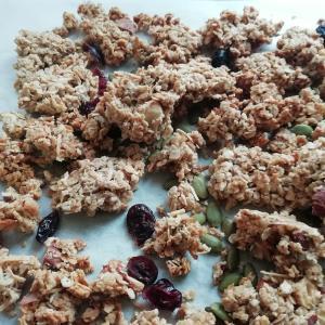 沖縄県産小麦「かなさん」を使ってザックザクのグラノーラを作りました。