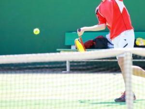 テニスで低い打球を返すのが苦手ならサイドスピンを習得しよう!
