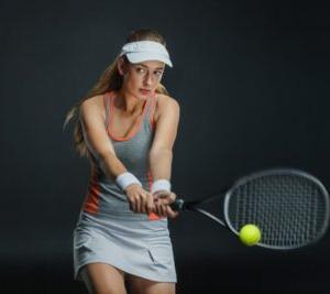 テニスの両手バックハンドの練習法と非利き腕手動のイメージの掴み方
