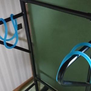 懸垂器具とトレーニングチューブを組み合わせて胸筋を鍛えよう!