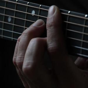 【簡単!】ギター初心者が絶対に覚えるべきコードは2つだけ!