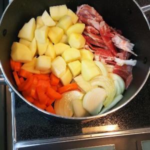 肉じゃがを炒めないで水なしで作ってみた