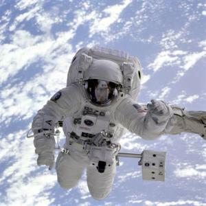 【研究】宇宙服なしで宇宙空間に放り出されると人間の体はどうなるのか?