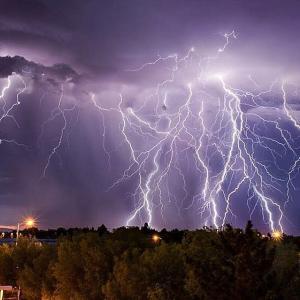 【動画あり】目の前で雷が落ちる瞬間がヤバすぎるwww