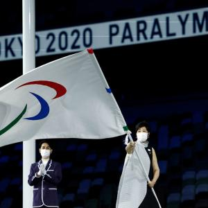 【東京パラリンピック閉会式】小池百合子都知事のドレスが大評判!