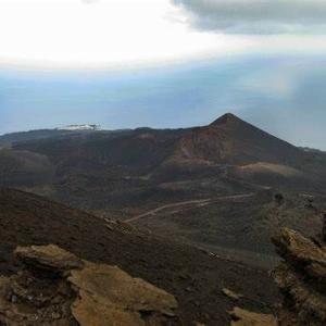 緊急!ラ·パルマの噴火で東海岸で100メートル津波が発生する可能性がある!9-19=21
