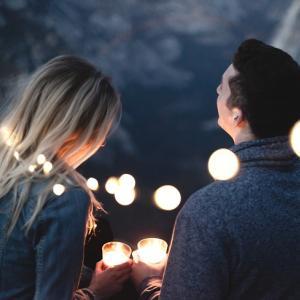 恋愛は印象で決まる!心理術、初頭効果、メラビアンの法則で印象を残す