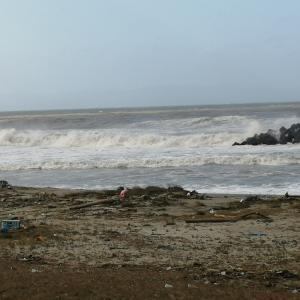 台風が通り過ぎ、昨日は嵐。今日も天候が悪そう