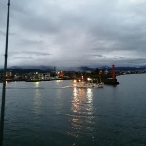 早朝3時から釣果の報告。雨も降っていないので、魚津漁港まで行くしかない(2019.10.26)