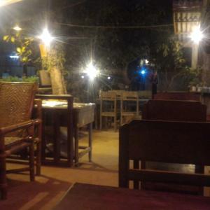 ラオス北部旅行記(10) ムアンゴイ最終夜のディナービュッフェ & ルアンナムターへ