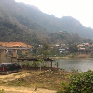 ラオス北部旅行記(5) ノンキヤウへ & 村のおしゃれカフェ「Delilahs」