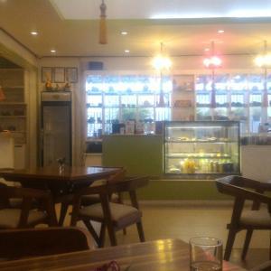 ビエンチャン市内のハイソ風カフェ「パトゥーサイカフェ」