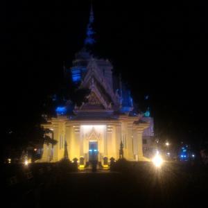 コーンケーン(タイ)市内にある夜にお勧めのお寺(コーンケーン、タイ)