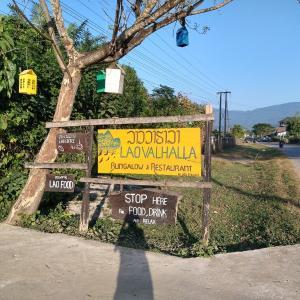 バンビエン郊外散歩の休憩所 - Lao Valhalla Bungalows & Restaurant - (バンビエン・ラオス)