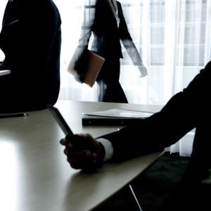 労働者が精神的不調を訴えたときの企業がすべき対応は?