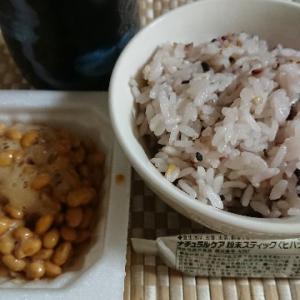十八穀米のご飯と納豆とナチュラルケア粉末スティック<ヒハツ>であっさり夕飯!