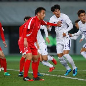 サッカー韓国代表・文在寅の好きなアウェイ北朝鮮チームにヒジ・ヒザ使われボコボコにされる