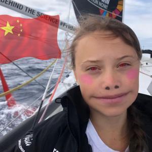 CO2が見える16歳の不登校環境活動家・グレタ・トゥーンベリ、エンジン付きヨットでポルトガル到着