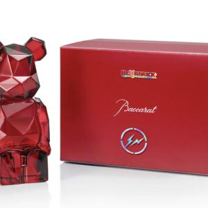 バカラから赤く輝くクリスタルの「ベアブリック」が数量限定発売