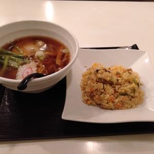 川崎駅東口近くの「京らーめん 糸ぐるま 川崎アゼリア店」で食べた、らーめんと高菜炒飯が美味い!
