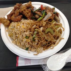 「パンダエクスプレス ラゾーナ川崎店」で、アメリカンチャイニーズな、オリジナリティあふれる料理を食べてみた