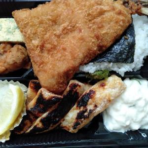 磯丸水産 京急川崎店の、お持ちかえりメニューの鮭ハラスアジフライ弁当を食べてみた