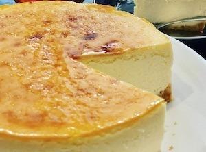 口溶けがなめらかな簡単半熟チーズケーキのレシピ