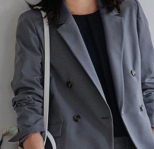 着まわしができるアラフィフおすすめのテーラードジャケット3選