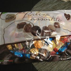 今日のおやつチョコと…そこに入るよね~。